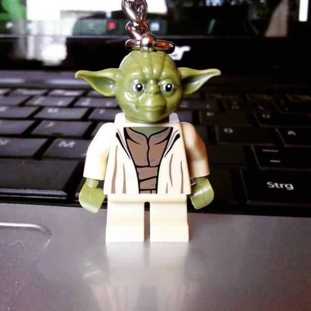 Von meinem Bruder gab es aus dem Legoland einen Yoda-Schlüsselanhänger :)